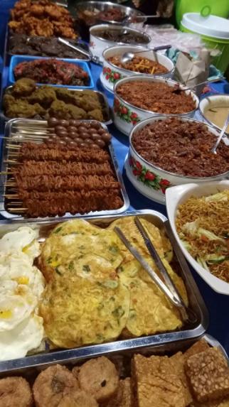 14 b Nasi Campur Paling Lengkap di Surabaya